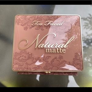 Too faced Neutral matte eyeshadow palette